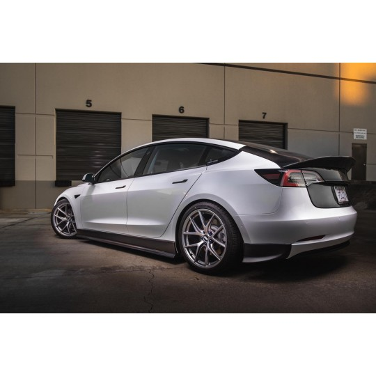 Maier EV gonne laterali in carbonio estensione per Tesla Model 3