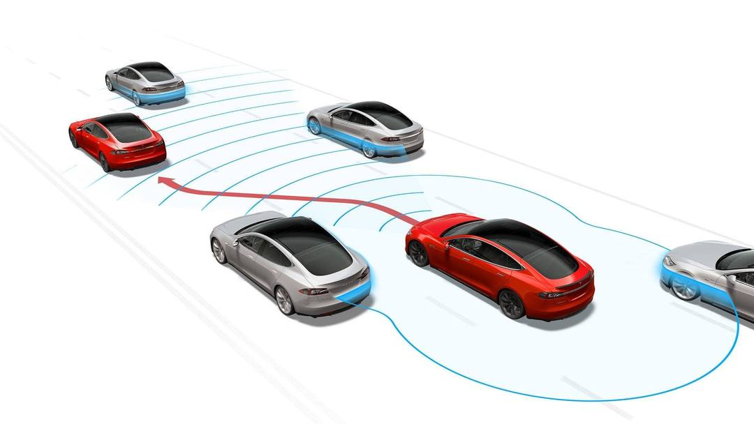 Tesla limite l'auto pilote en Europe à cause des nouvelles réglementations de l'UN/ECE